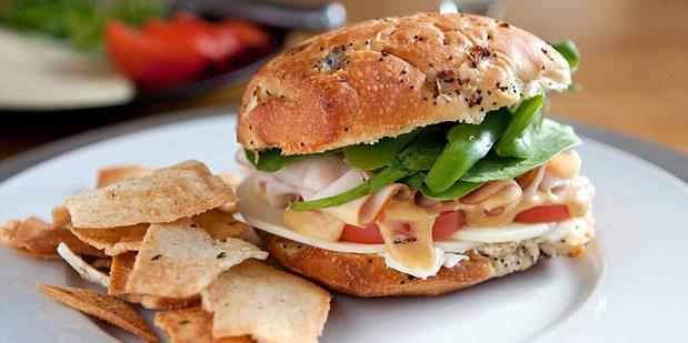 Penumpang Marah Soal Sandwich, Pesawat Balik ke Bandara