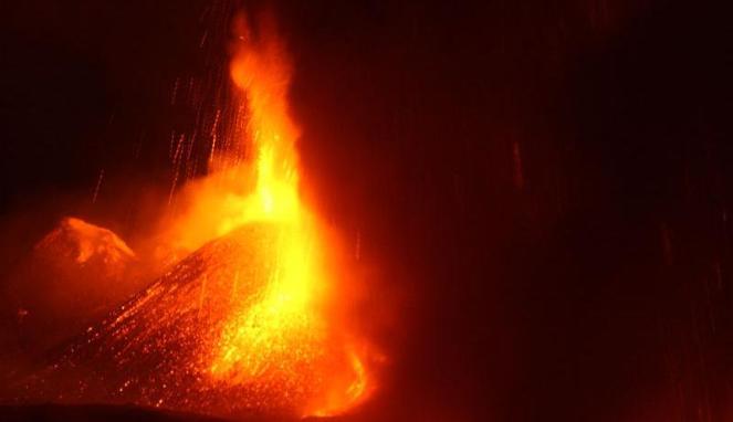 Ilustrasi letusan gunung