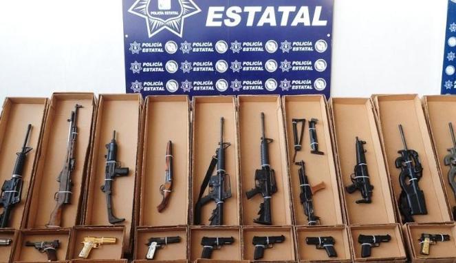 Penemuan pistol di dalam tas sekolah seorang bocah 9 tahun mengantarkan polisi pada penemuan sebuah gudang senjata.